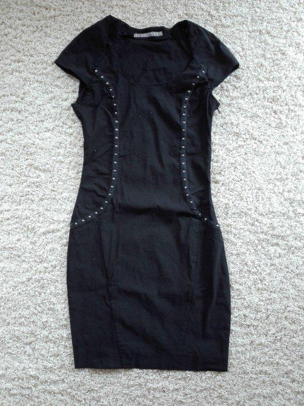 Wie findet man an vorderster Front der Zeit suche nach neuestem Schwarzes enges Kleid von Zara Basic mit kurzen Ärmel und Nieten Verzierung  Stretch