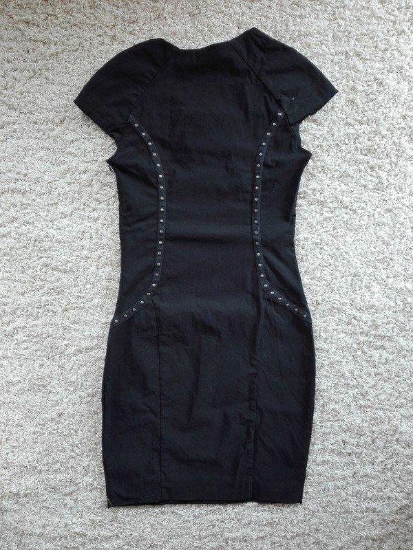 Schwarzes enges kleid mit armel