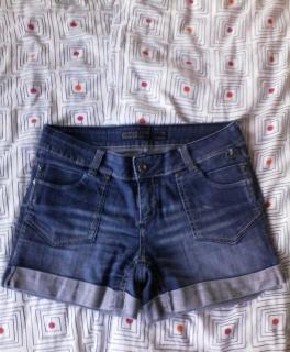 0cf14537ee017 Gestreiftes Kleid mit versteckten Taschen Jeans-Shorts