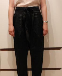 ... MANGO Suit - schicke schwarze Karotten Hose in Satin 72df394bb5