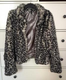 6f6b7904bf2c77 Purity Coat Mantel Weekday Fake Fur Schnee Leopardenjacke
