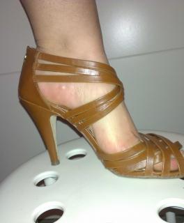 EdlesTuch beige weiß gold Coqnacfarbene Sandaletten mit Reißverschluss 96901e4b50