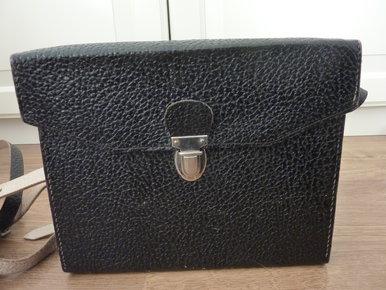 ce8d6dfbda1c5 Winterjacke mit Fell von edc schwarze Umhängetasche Tasche Handtasche  Kameratasche Fotoapparat