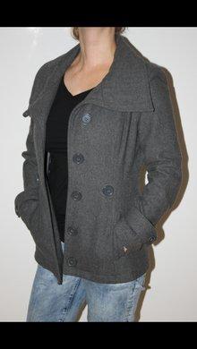 halblanger mantel tailliert mit g rtel. Black Bedroom Furniture Sets. Home Design Ideas