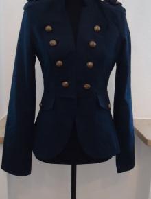 fbf3a38d1830d8 weißer Kittel mit großen Knöpfen Marine Jacke mit Totenkopf knöpfen