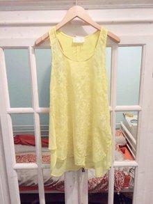 c07c4f116b8694 langer grau-silberner Rock mit Taschen schönes gelbes Top Zara