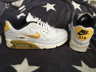 896b84f9353bce Häkelweste mit Fransen Nike Air Max 90 Gold