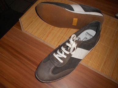 NEUWERTIGER bequemer Outdoor Schuh v. SKECHERS in Gr. 41,5 USA