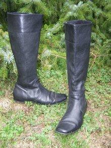Pinocchio. einfacher, klassischer schwarzer hoher Stiefel ... 9798beaa3e