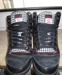 f6ad1df303d3fd Neuwertige Adidas Sneakers Turnschuhe für Damen oder Herren